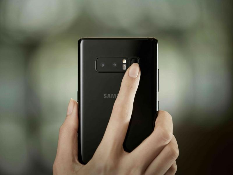 Ciri keselamatan Galaxy Note 8 dipertingkatkan tetapi pengimbas cap jari masih berada di belakang telefon pintarnya.