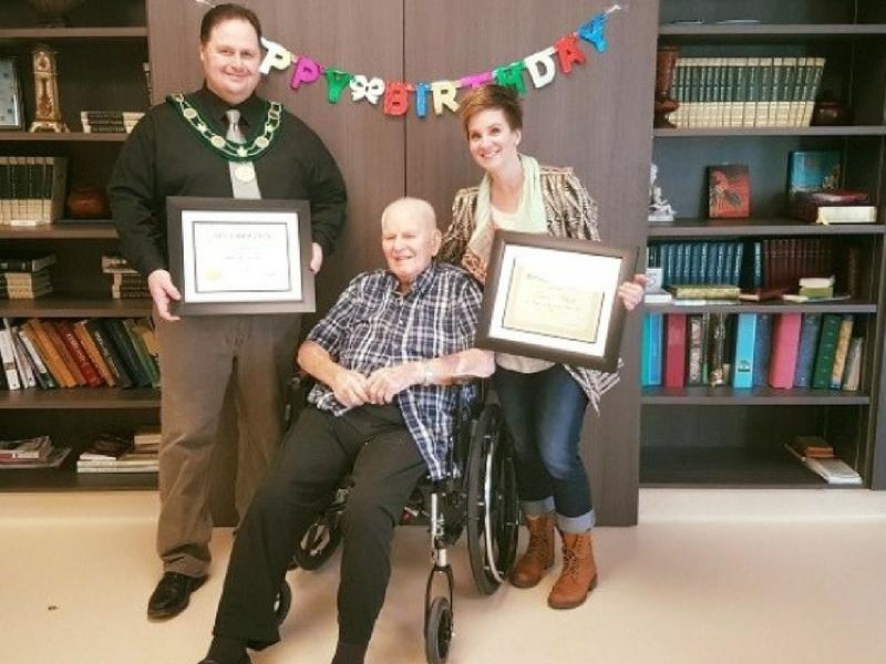 Esmond Allcock menyambut ulang tahun ke 108 menjadi lelaki yang tertua di Kanada.