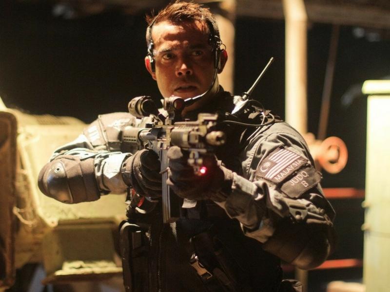 Aksi Zul Ariffin sebagai 'anggota' Unit Tindakan Khas (UTK) memberi tarikan pada filem J Revolusi.