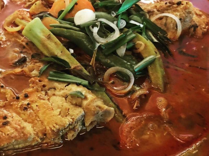 Keenakkan kari kepala ikan Restoran & Hotel PEN Mutiara sentiasa menjadi tumpuan ramai.