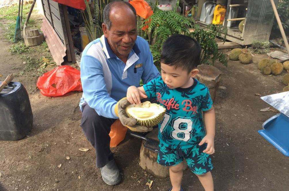 'Port' Makan Durian Paling 'Best', Boleh Cuba Sebiji Secara Percuma!