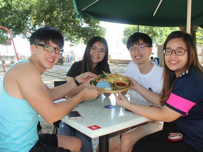 Keenakan Nasi Lemak Lobster ini menjadi pilihan ramai pelanggan.