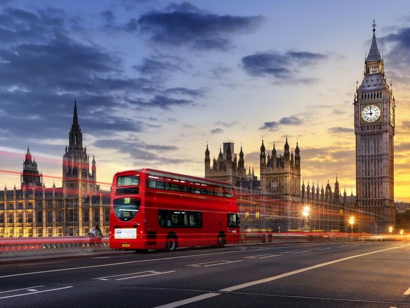 Mungkin ramai yang tidak tahu membeli tiket penerbangan ke London tiga bulan lebih awal boleh jimat sebanyak 57 peratus.