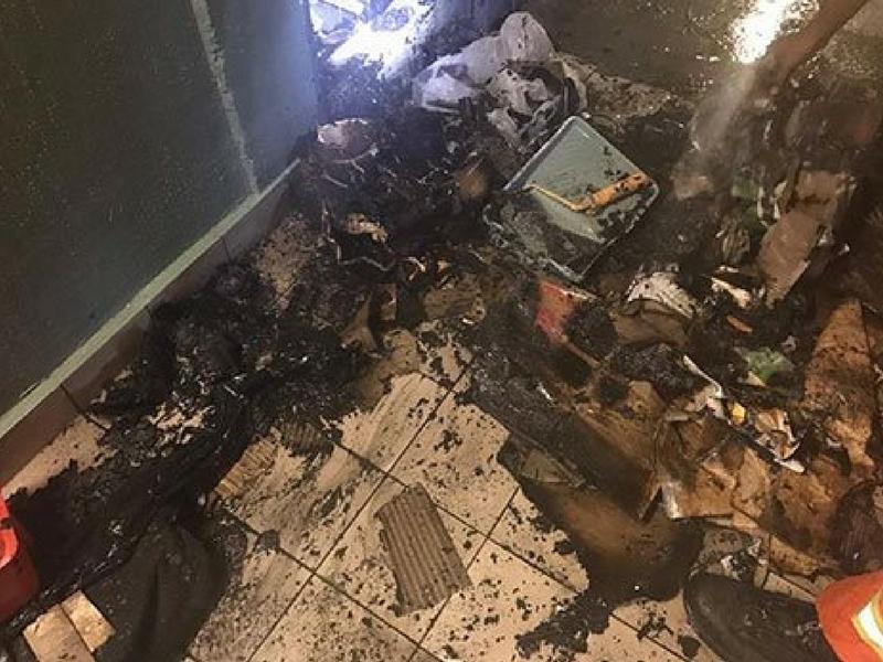 Kesan kebakaran di dalam pusat membeli belah di Mid Valley yang terbakar malam tadi.
