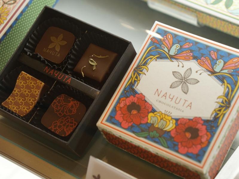 Coklat yang dijual di Nayuta bukan saja enak dimakan tetapi mempunyai pembungkusan yang menarik.