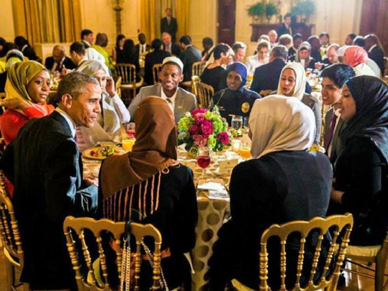 Barack Obama antara bekas presiden Amerika Syarikat yang meneruskan tradisi sambutan iftar dan Syawal bersama Muslim di negara itu.