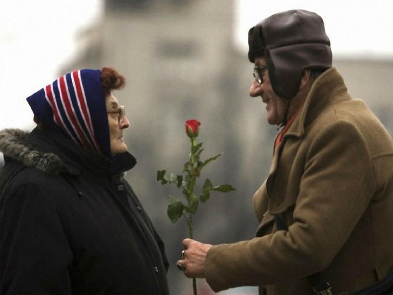 Ia suatu yang indah apabila berkongsi kasih sayang dengan pasangan sehingga ke usia emas.