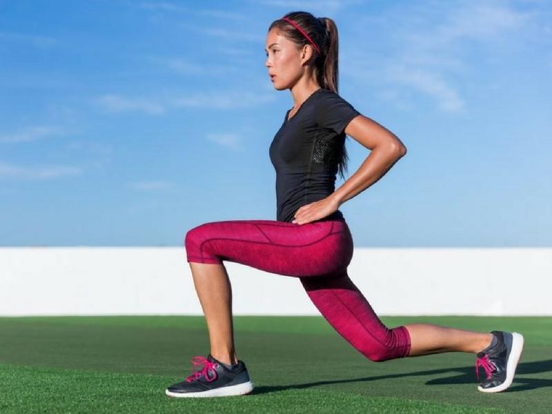 Antara senaman yang mudah dilakukan untuk mendapatkan punggung menawan adalah dengan melakukan lunges.