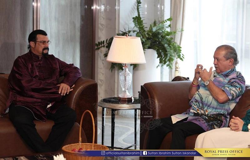 Seagal menghadap Sultan Johor, Sultan Ibrahim Sultan Iskandar dalam satu pertemuan tertutup di Forest City, Gelang Patah.