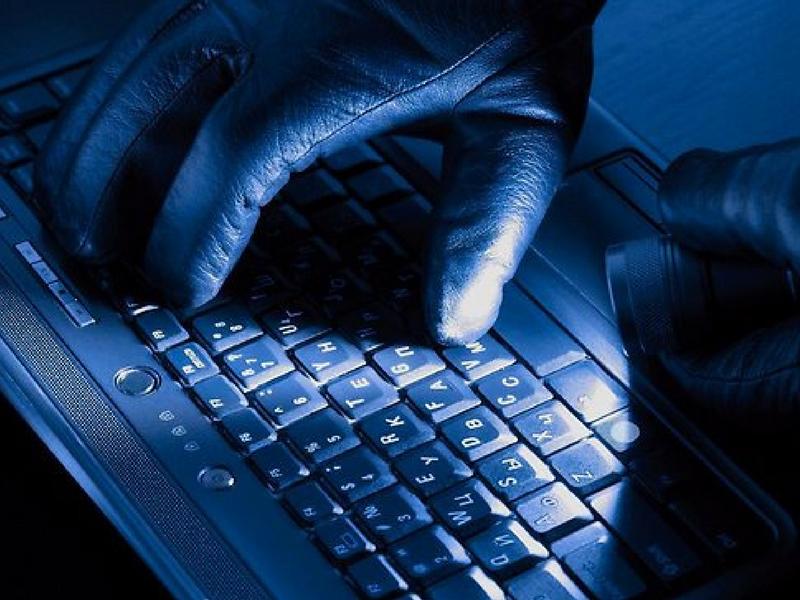 Mungkin tidak ramai yang sedar maklumat peribadi individu mudah dicuri menerusi media sosial.