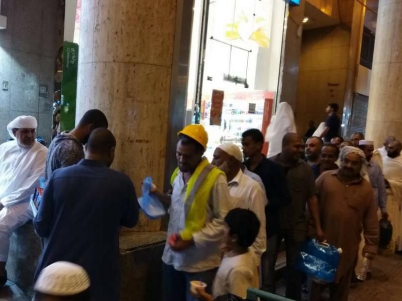 Jemaah boleh bersedekah sebanyak 100 riyal kepada peniaga restoran di Tanah Suci untuk memberi makanan percuma menyamai untuk 20 orang pengemis.