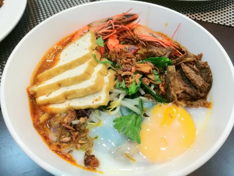 Mi Bandung antara menu popular Johor yang digemari ramai juga boleh didapati di restoran Sri Wangsa Briyani Batu Pahat (Sri Wangsa), Kuala Lumpur.