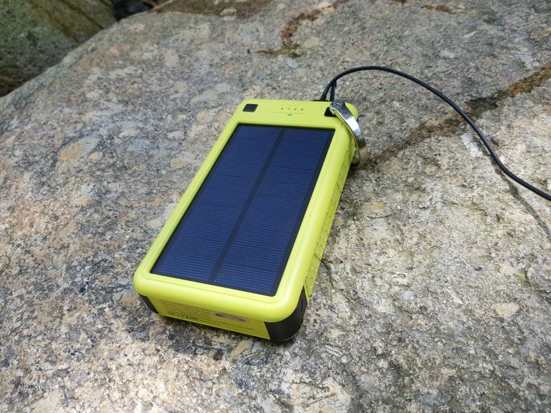 Zerolemon Solarjuice  26,800mAh mampu menyokong pengecasan pantas 3.0.