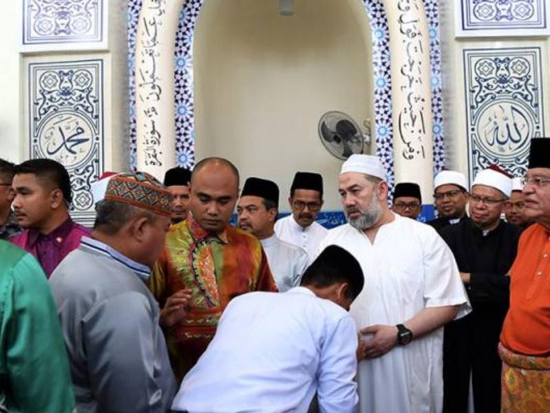 Sultan berjiwa rakyat.