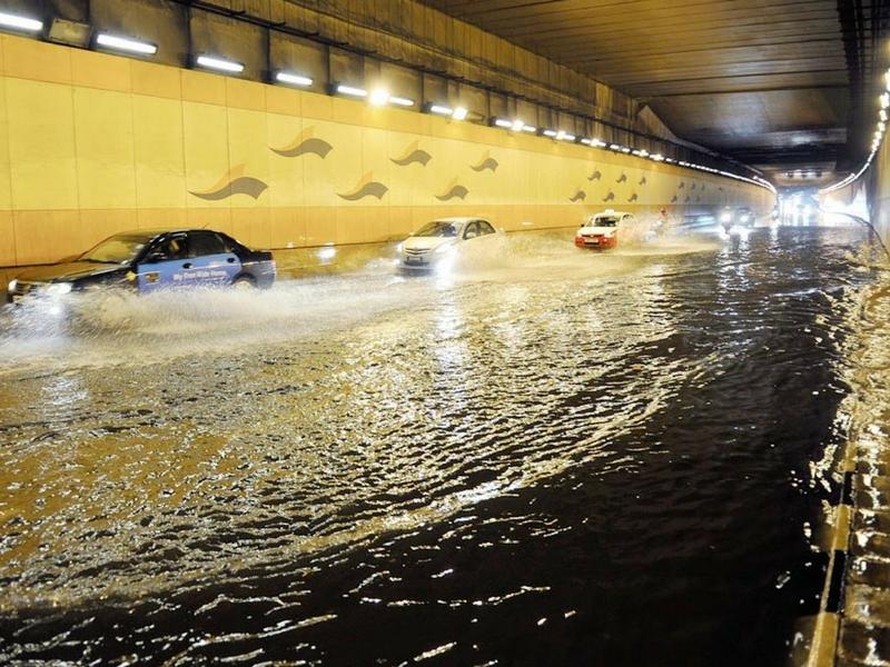 Banjir kilat sering melanda beberapa jalan utama bandaraya Kuala Lumpur.