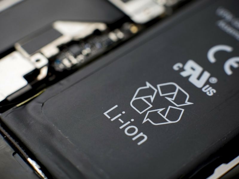 Bateri jenis lithium-ion agak sensitif kepada tekanan dan suhu.