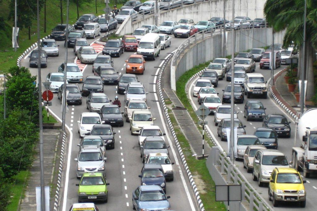 Penambahan jumlah kenderaan tahun demi tahun.