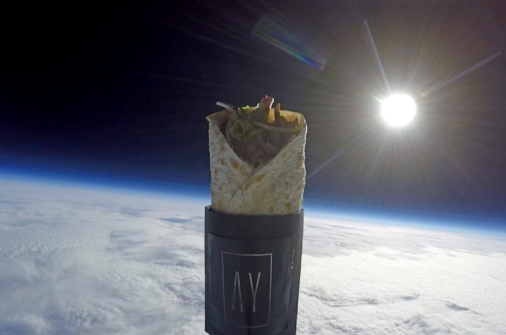 Teknik Pemasaran 'Luar Bumi', Kebab Ini Dilepaskan Ke Angkasa!