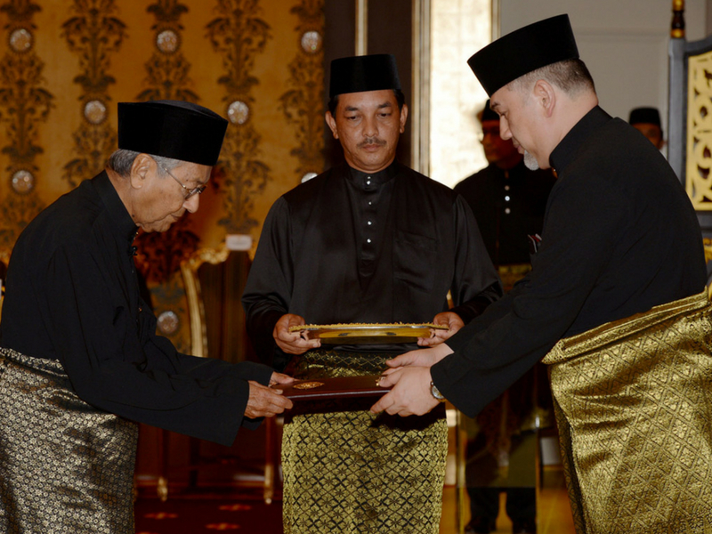 Sultan Muhammad V sedia memberi pengampunan kepada Anwar Ibrahim.