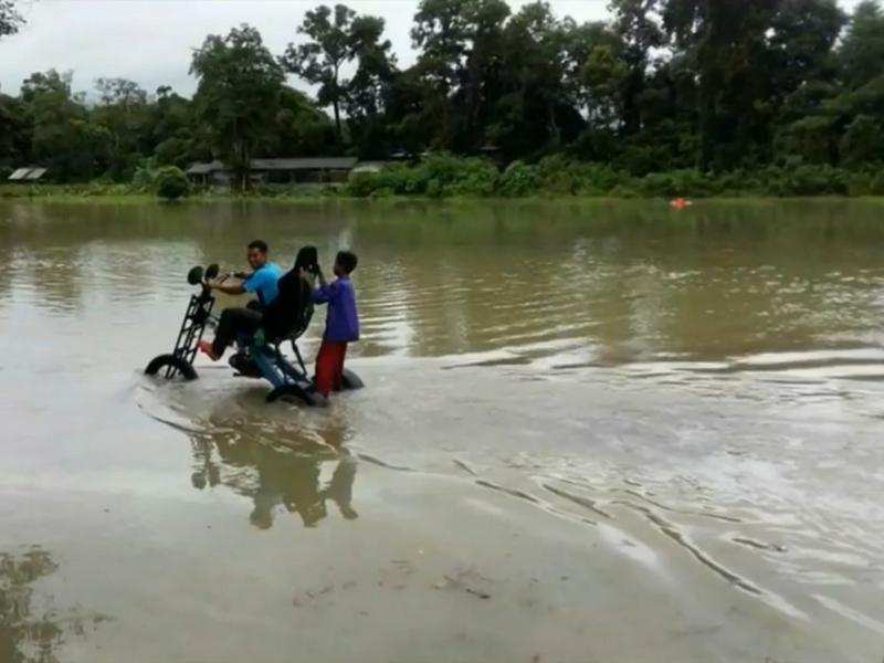 Video Amin menguji ketahanan motosikal ini tular sejak kelmarin.
