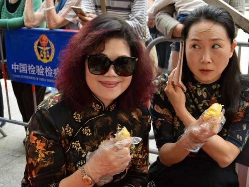 Lihatlah kebahagian mereka apabila dapat menikmati durian! Oleh itu janganlah sebar cerita palsu!
