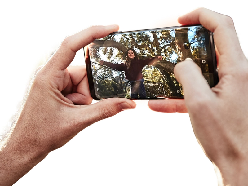 Penggunaan Snapdragon 845 yang lebih berkuasa dan efisyen.