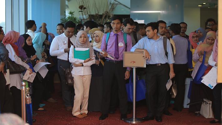 Program Skim Latihan 1Malaysia (SL1M)  jug a antara alternatif graduan.