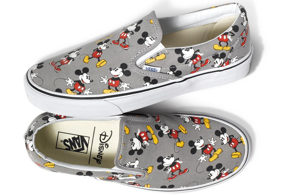 Karakter ikonik Mickey Mouse ini pasti membuatkan peminat Vans tidak senang duduk.
