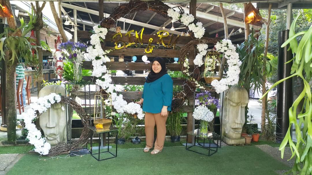 Pemilik Nadia Darina Wedding.