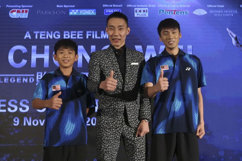 Lee Chong Wei with two of the child actors at a press conference last November.