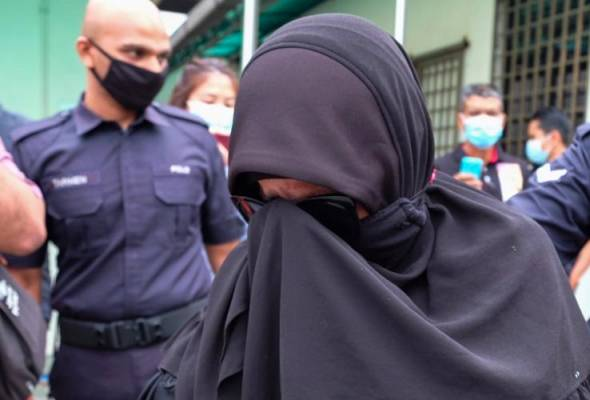 Makcik Gelang Pink at the Ipoh Magistrate Court.