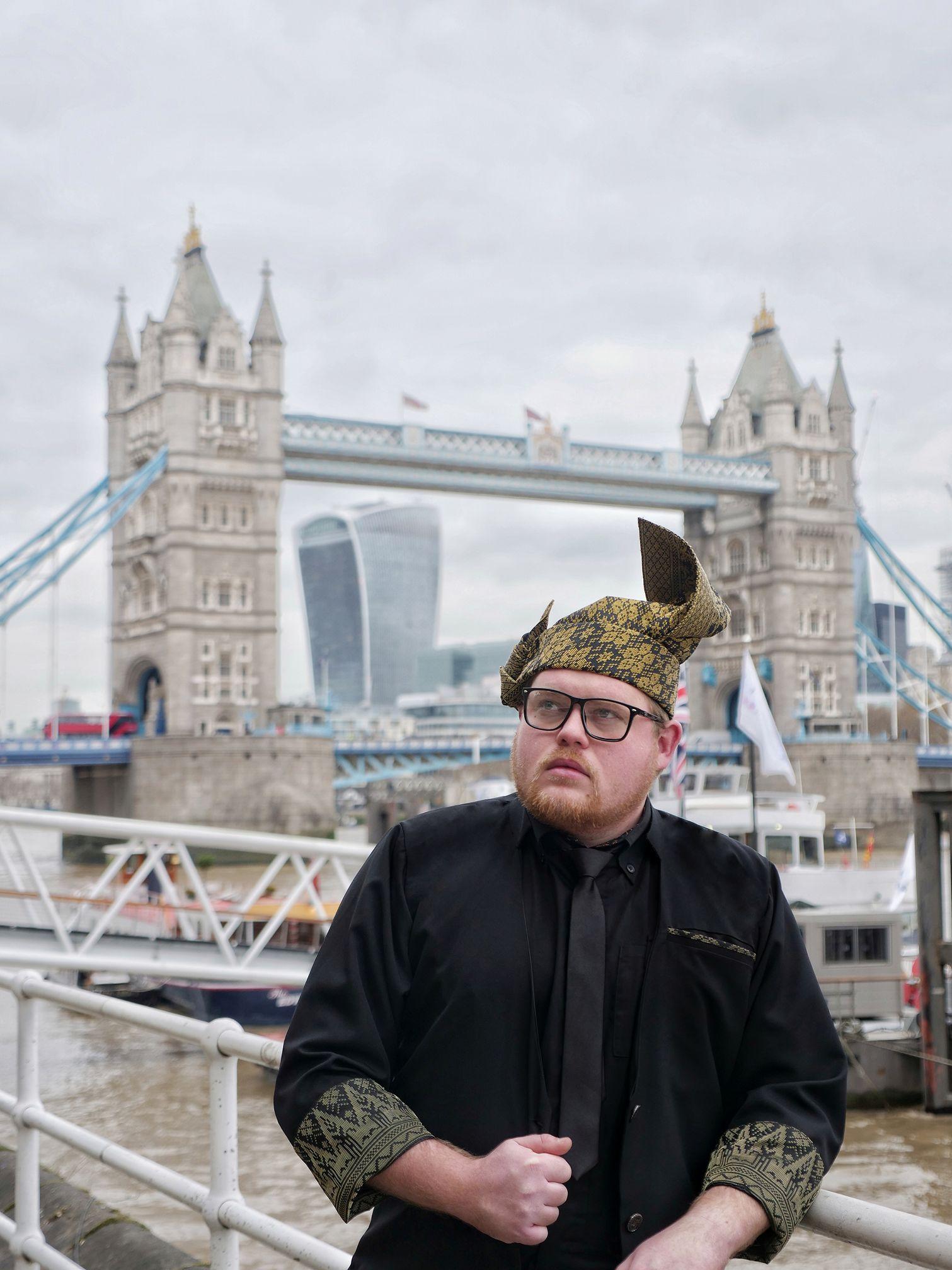 Mat Salleh bertanjak kemas di Kota London.