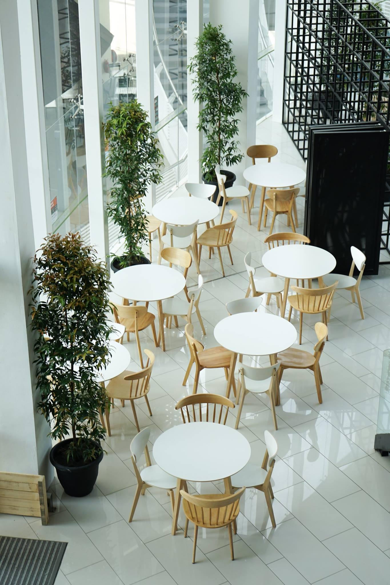 The minimalist seating area on the seventh floor.