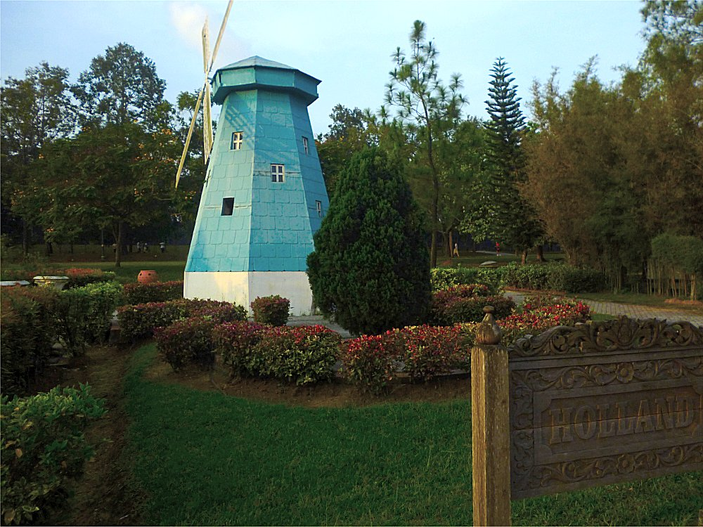 This windmill will make you feel like you're jogging in Holland!