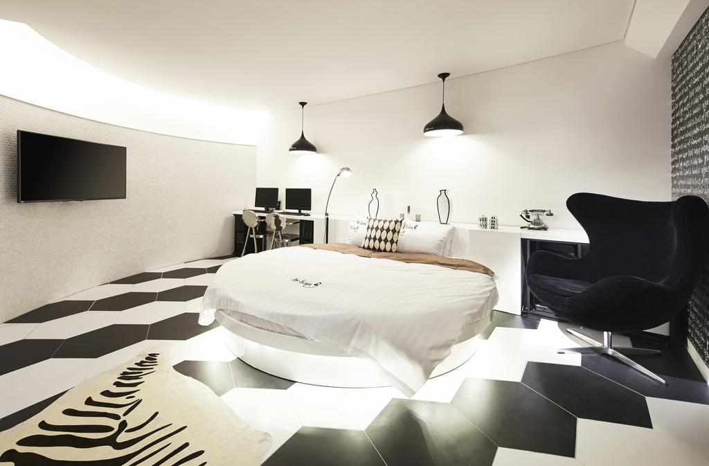 Monochrome fans, this room has your name written all over it.