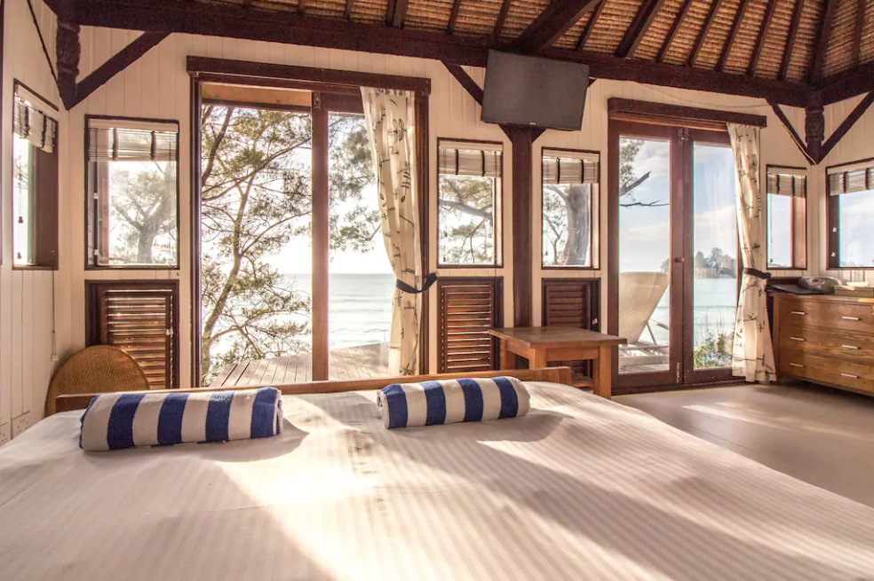 Beach lovers will appreciate waking up to this view!
