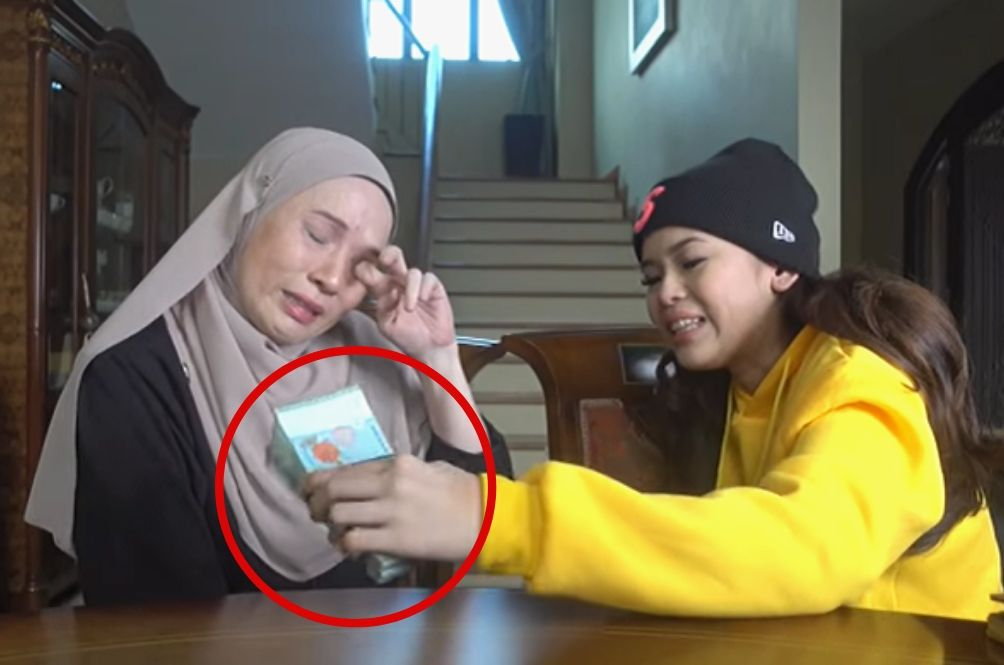 M'sian YouTuber Surprises Mom With RM10k In Video, Malaysians Touched And Inspired