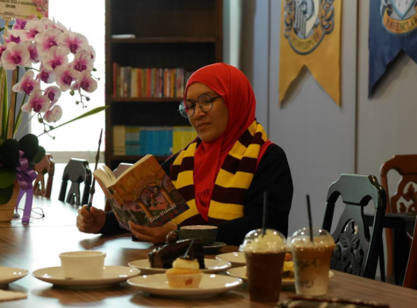 You can read your favourite Harry Potter book while having a meal here.