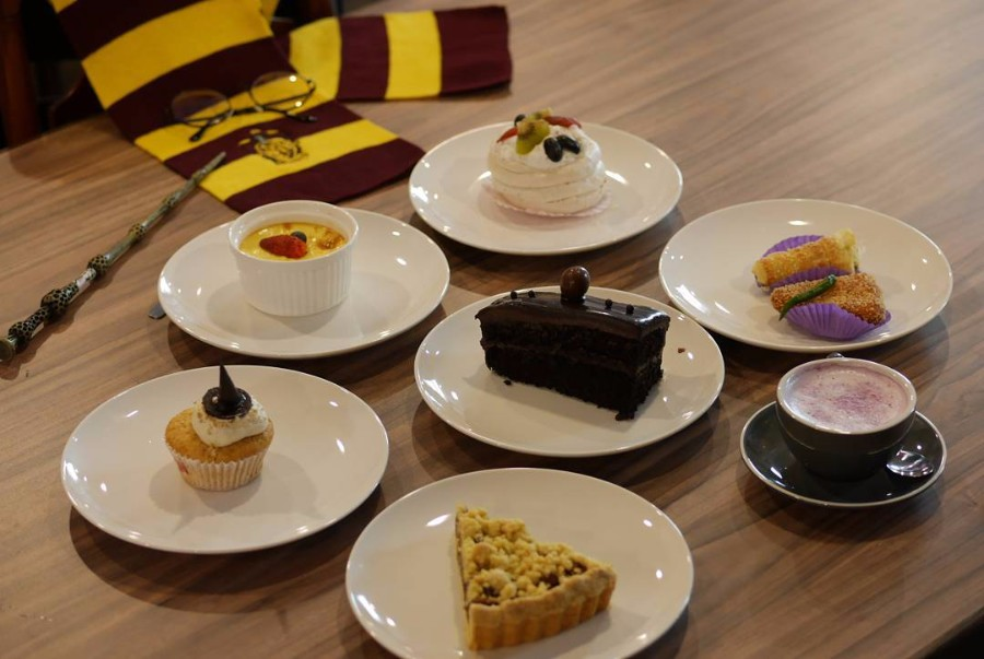 That Sorting Hat cupcake looks so cute!