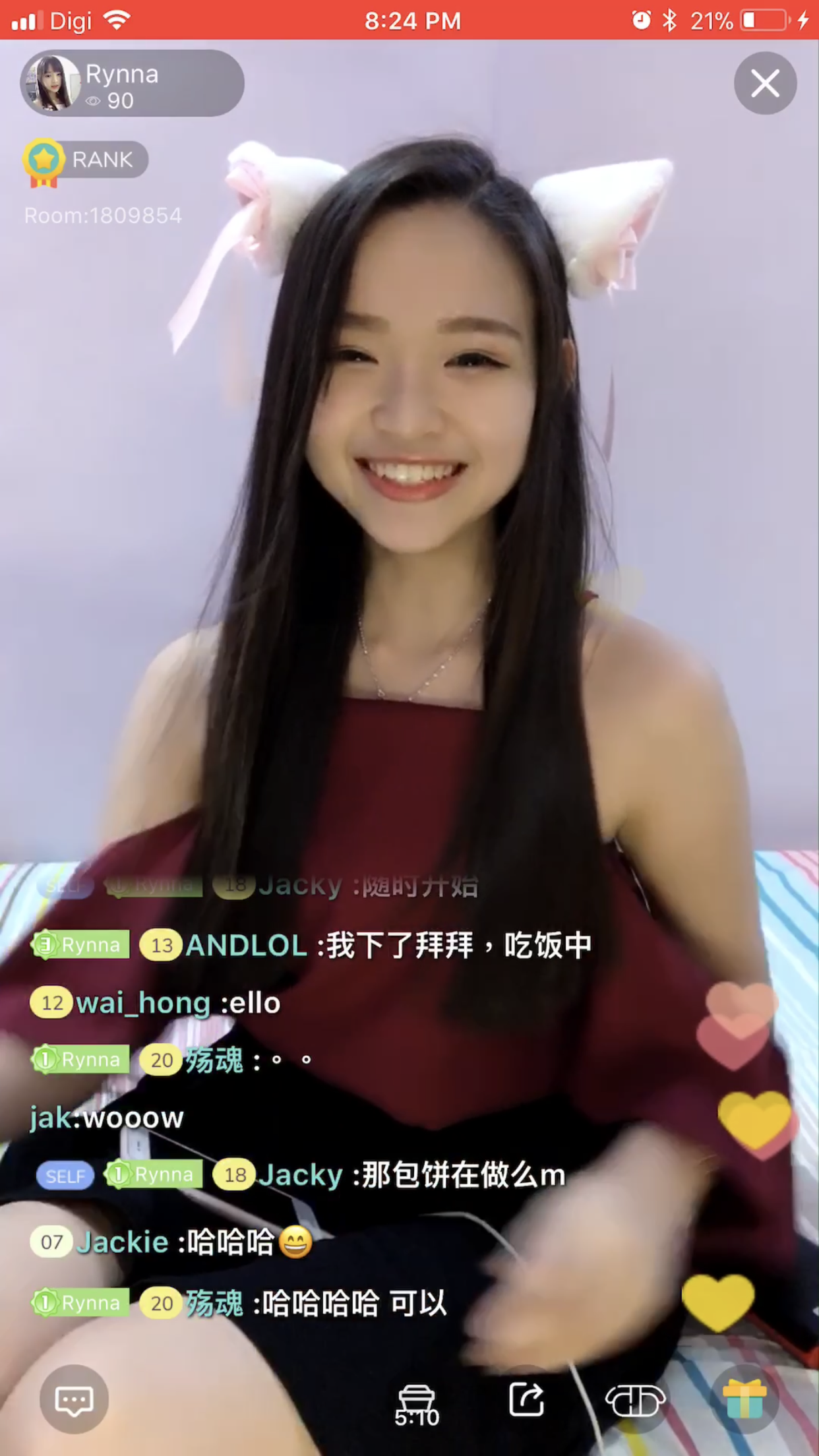 Rynna chatting with her viewers on Tamago.