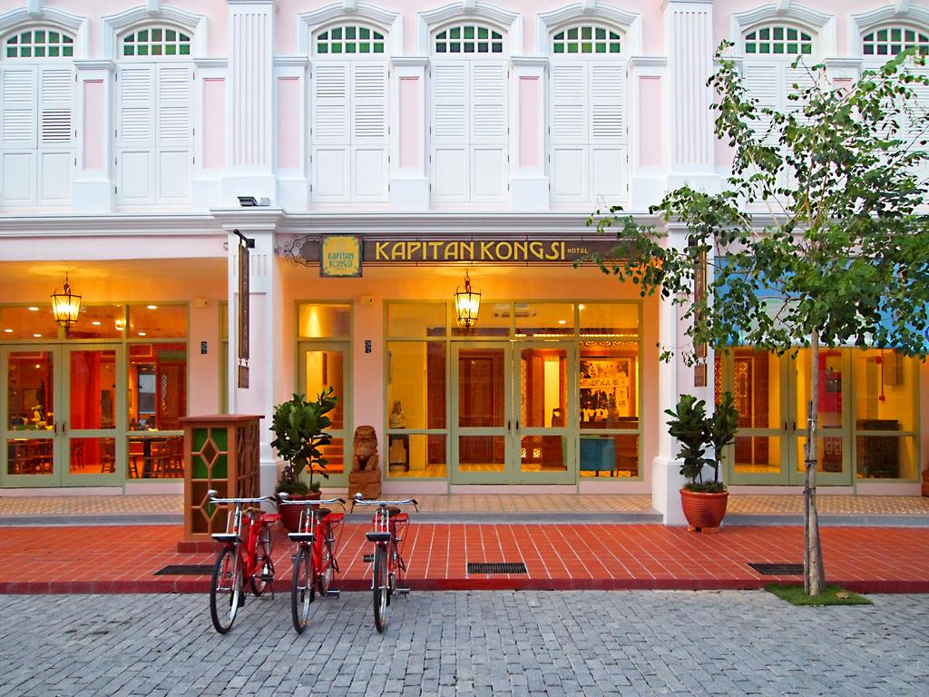 Judging from this hotel's front, do you know which city are we referring to?