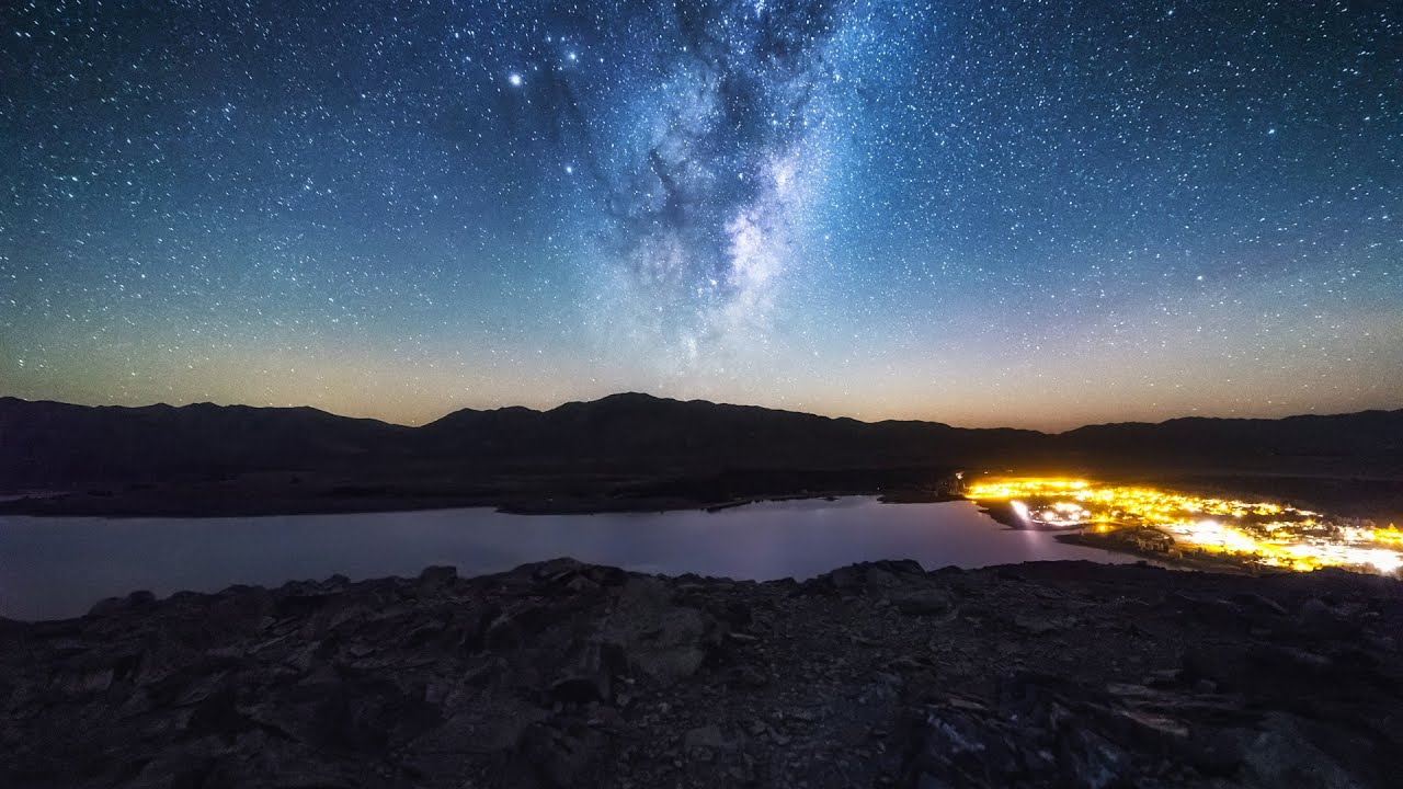 You can stargaze at this lake!