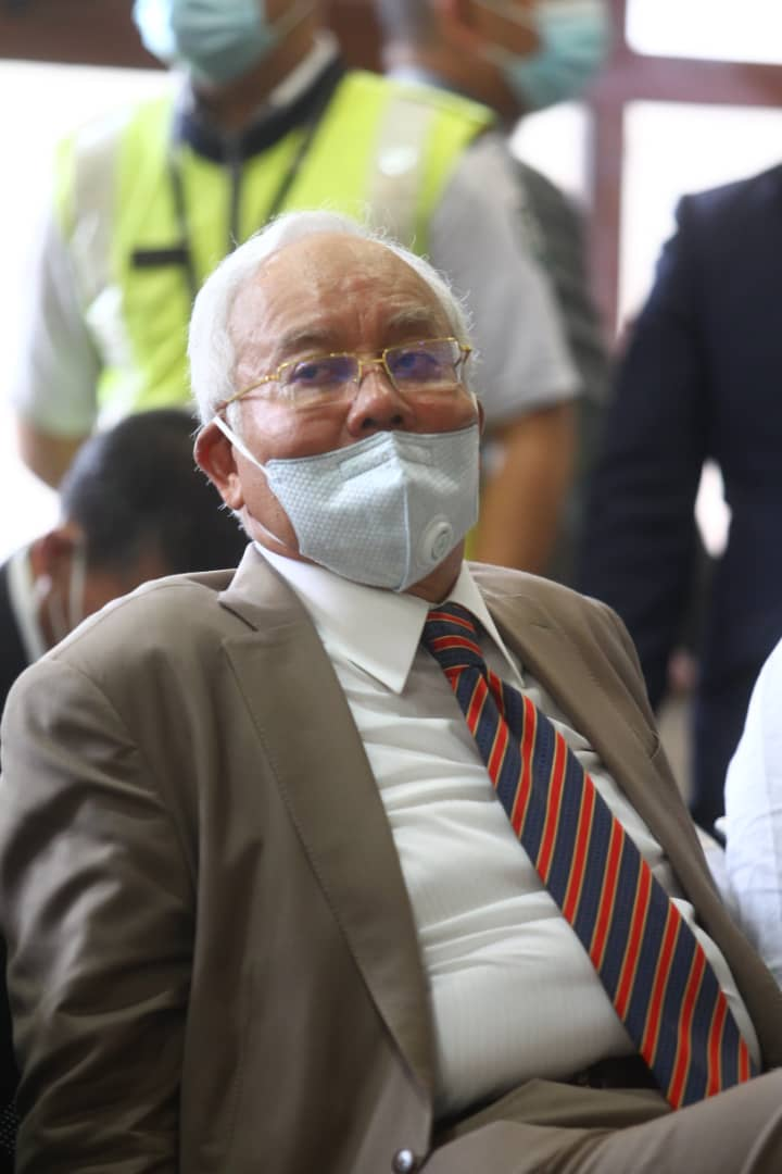 Bosskur, kenapa pakai mask macam tu?