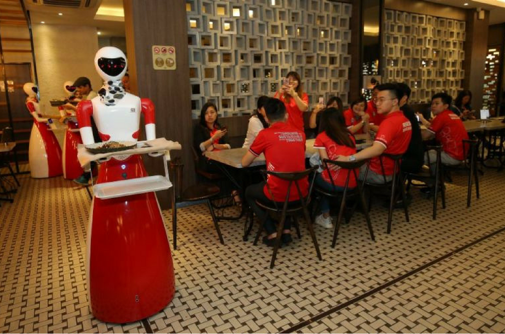 This Local Kopitiam In Ipoh Now Has Robots As Their Waitresses