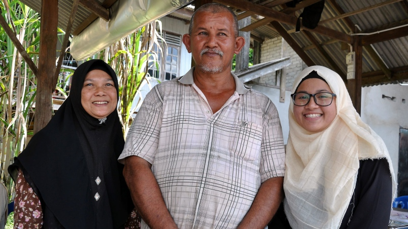 Wan Nur Mafudah and her parents.