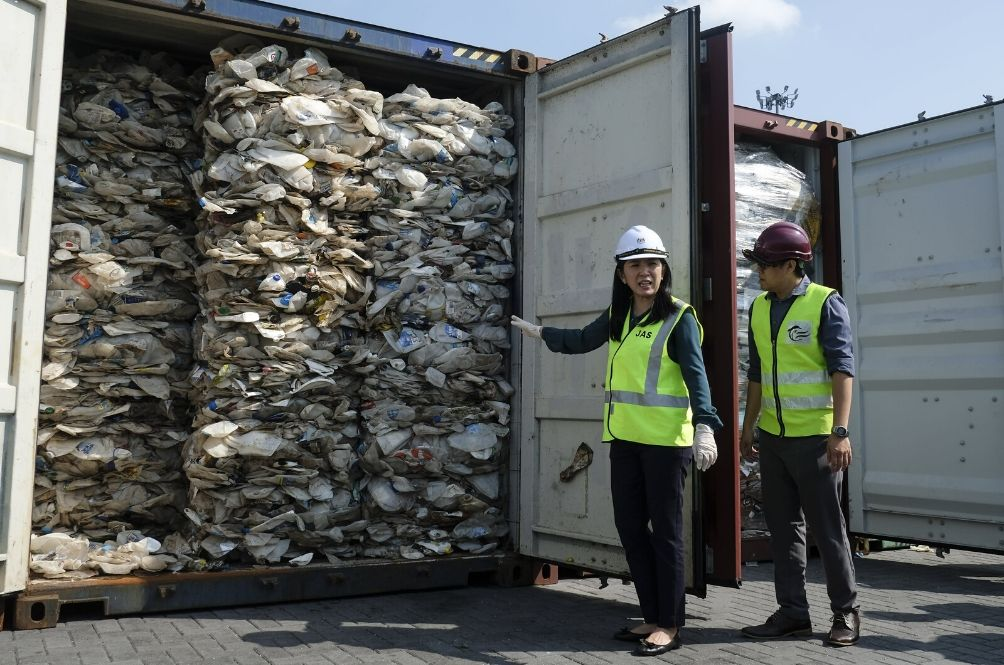 UK Agrees To Take Back 42 Illegal Plastic Waste Containers That Were Sent To Malaysia
