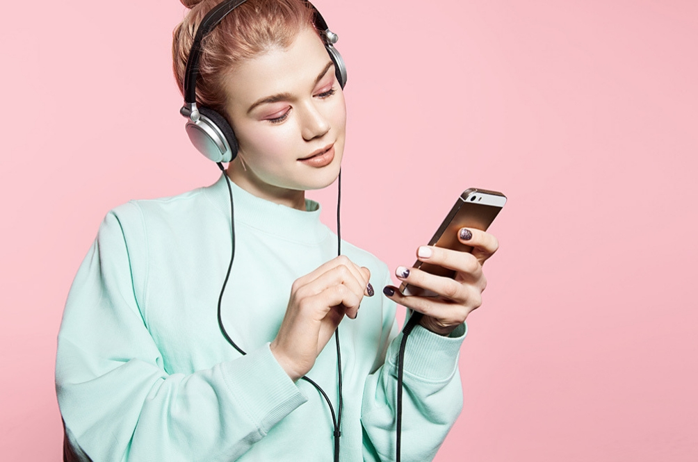 1.1 Billion People Are At Risk Of Hearing Loss Due To Their Smartphones Or Audio Devices