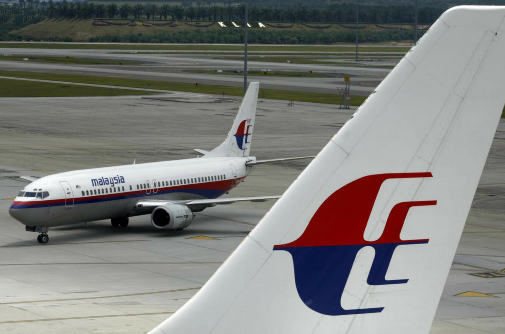 MAS Flight to Kuala Lumpur U-Turns Back to London Due to Faulty Door