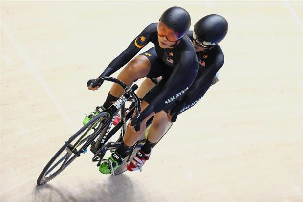 Nur Azlia Syafinas (right) cycling her way to a double gold win.