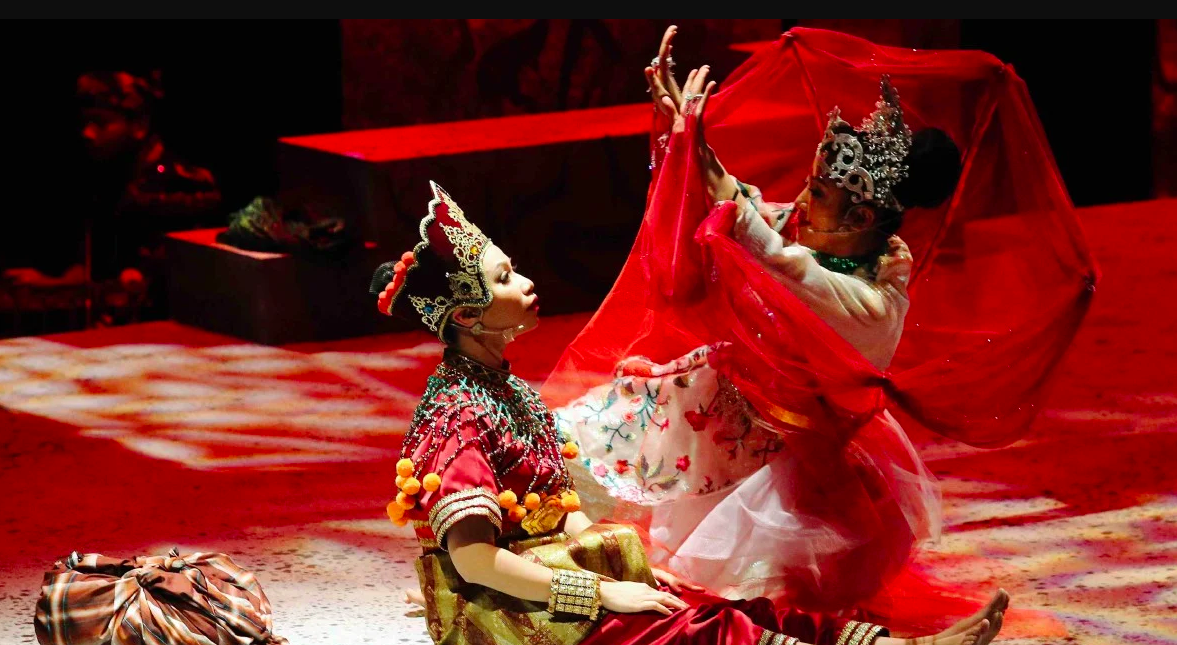 The traditional theatre dance originated from Kelantan.